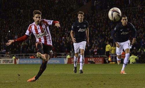 Borini ấn định chiến thắng 2-1 cho Sunderland từ chấm 11m
