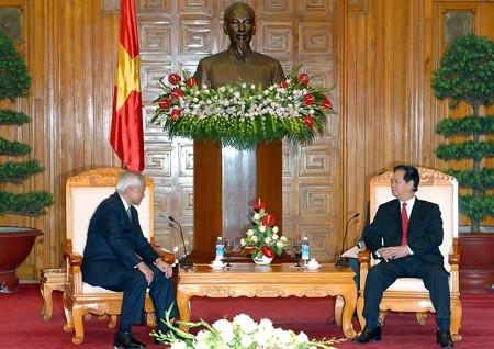 Tiếp Bộ trưởng Ngoại giao Philippines Del Rosario, Thủ tướng Nguyễn Tấn Dũng cho rằng ASEAN phải đấu tranh, ngăn chặn hành vi vi phạm luật pháp quốc tế của Trung Quốc, kể cả đưa vụ việc ra các cơ quan tài phán quốc tế.