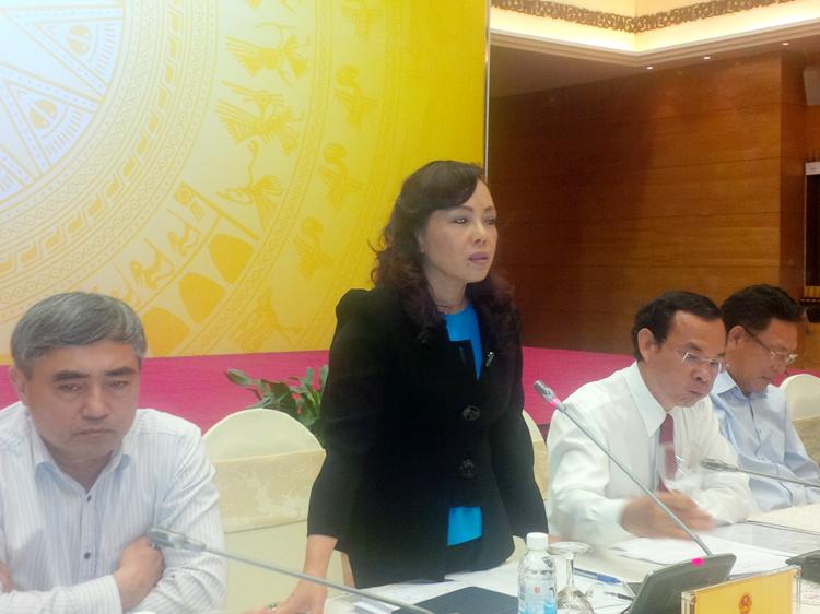 Bộ trưởng Nguyễn Thị Kim Tiến không nghĩ tới việc từ chức vì cho rằng dập dịch còn quan trọng hơn