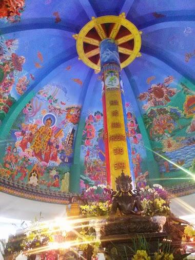 Cây truyền thừa là trung tâm của Đại Bảo Tháp, với hơn một trăm chư Phật, Bồ Tát được an vị trên các cành nhánh của cây.