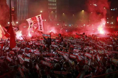 Hàng trăm nghìn người đổ ra các đường phố ở Lisbon
