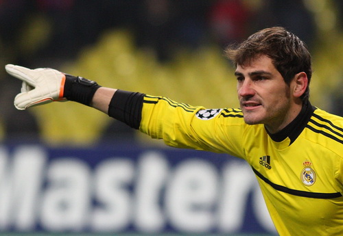 Casillas gặp khó ở cả Real Madrid...