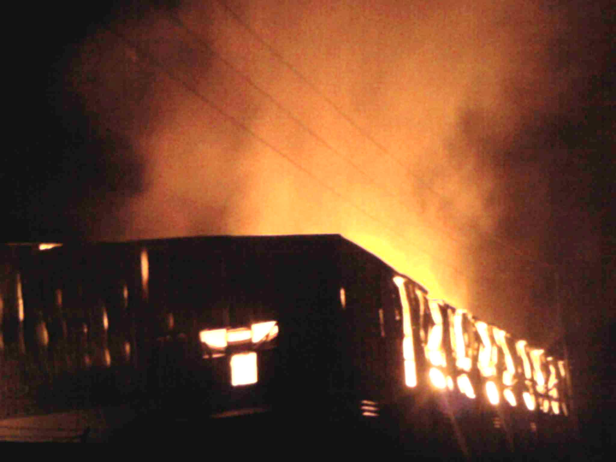 Vụ cháy nhà máy giấy của Công ty cổ phần giấy Thành Đạt đã thiêu rụi hàng ngàn m2 nhà xưởng, kho