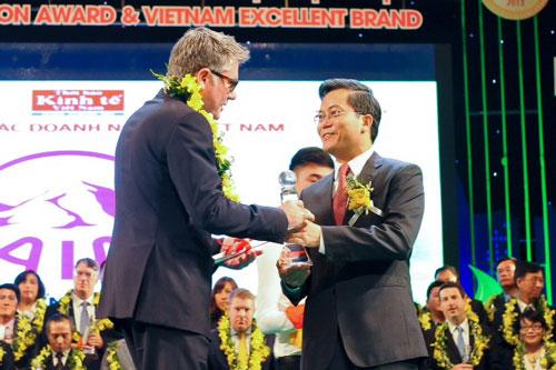 """AIA Việt Nam nhận giải thưởng Rồng vàng lần thứ 8 với danh hiệu """"Dịch vụ bảo hiểm được ưa chuộng nhất"""""""