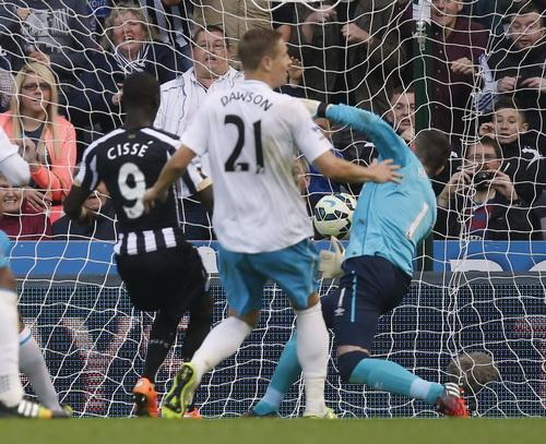 Papiss Cisse đã tìm lại được cảm hứng ghi bàn cho Newcastle