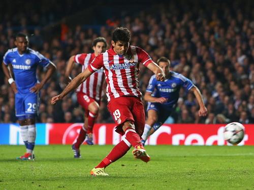 Etoo đau khổ nhìn Diego Costa ghi bàn nhấn chìm Chelsea