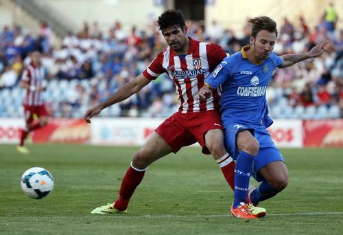 Diego Costa (trái) trở lại, sức mạnh tấn công của Atletico được cải thiện