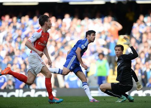 Costa ghi bàn sau đường chuyền của Fabregas