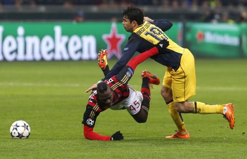 Pha đối đầu giữa Balotelli và Costa