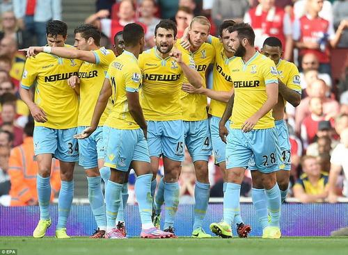 Crystal Palace sớm có niềm vui ở Emirates