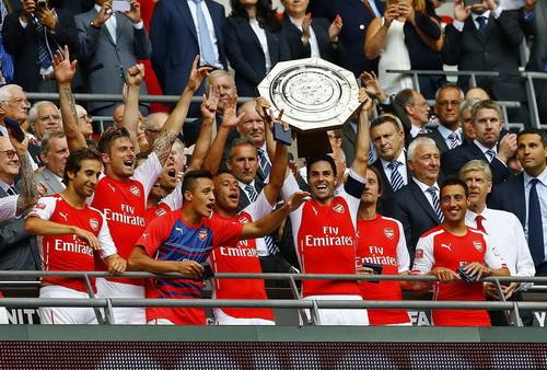 Arsenal và danh hiệu đầu tiên của mùa giải mới