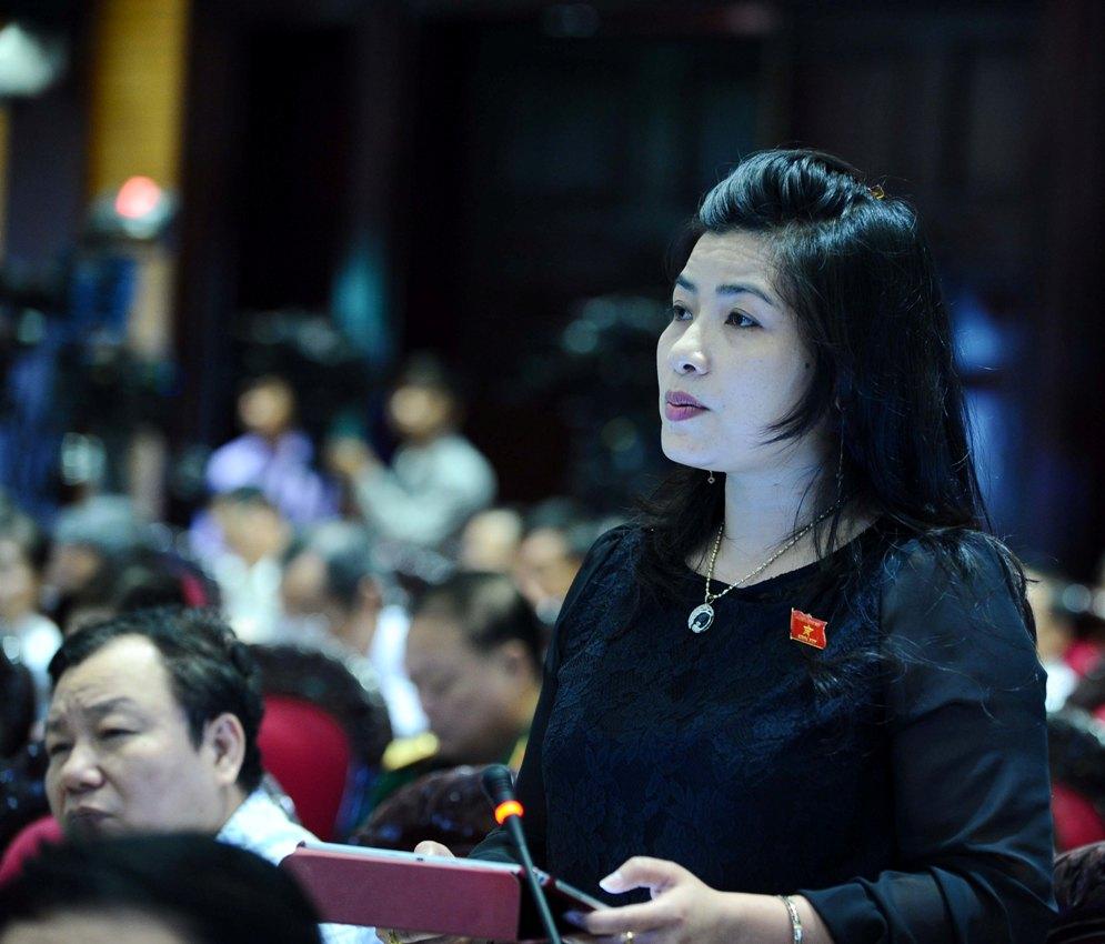 ĐB Đàng Thị Mỹ Hương: Bộ trưởng cho biết còn đổi mới kỳ thi nào nữa hay không, đến khi nào chỉ còn 1 kỳ thi và tổ chức như thế nào?
