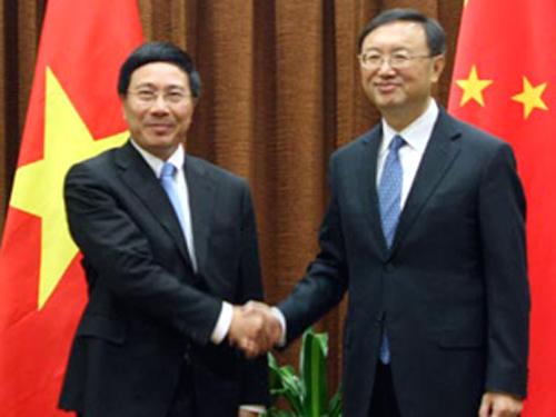 Phó Thủ tướng, Bộ trưởng Ngoại giao Phạm Bình Minh (trái) sẽ có cuộc gặp với Ủy viên Quốc vụ viện Trung Quốc Dương Khiết Trì ngày 18-6 tại Hà Nội