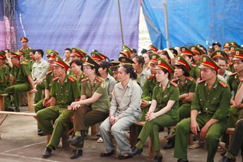 Bà trùm Nguyễn Thị Bích Ngọc ngồi hàng ghế đầu