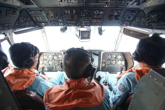 Việt Nam tạm dừng các hoạt động tìm kiếm máy bay Malaysia mất tích từ chiều 15-3 - Ảnh: Mạnh Duy