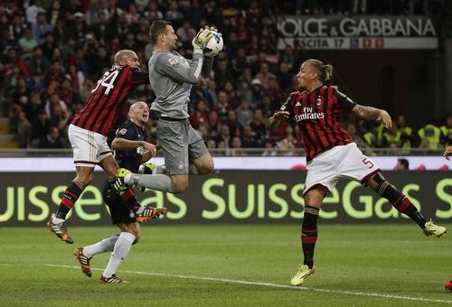 De Jong (34) ghi bàn duy nhất ở trận derby thành Milano