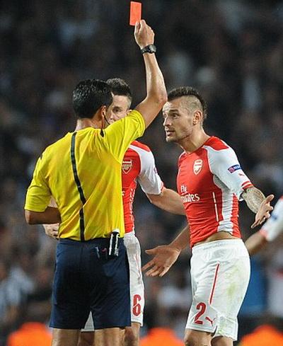 Tấm thẻ đỏ cho Mathieu Debuchy phút 74