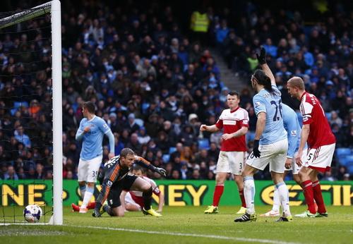 Martin Demichelis (26) cũng kịp ghi bàn cho Man City