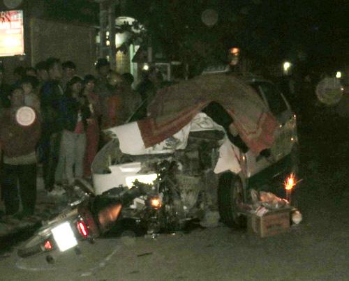 Người điều khiển xe máy tử vong ngay trên nắp capo chiếc taxi
