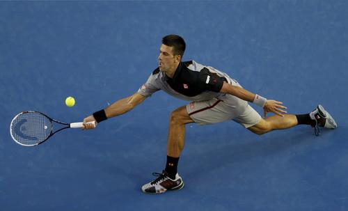 Djokovic nhẹ nhàng giành quyền vào vòng hai