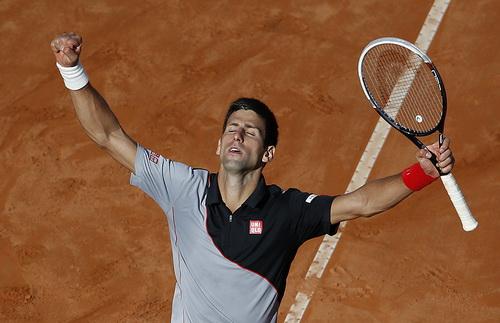Djokovic lần thứ hai đánh bại Nadal ở mặt sân đất nện, đăng quang thuyết phục ở Rome Open