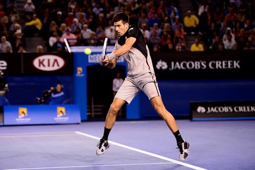 Djokovic khởi đầu khá suôn sẻ