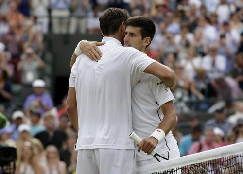Djokovic (phải) đánh bại Marin Cilic