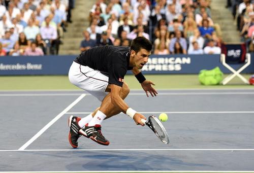 Những pha bắt bóng khéo léo, đầy kỹ thuật của Djokovic giúp anh giành chiến thắng