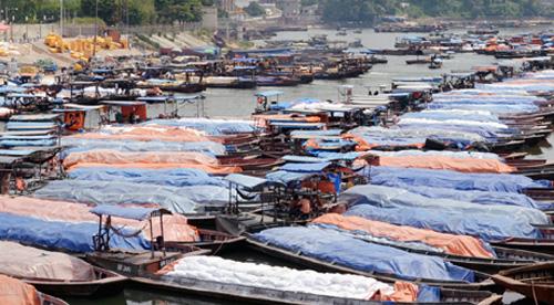 Đò trên sông biên giới Ka Long ở TP Móng Cái - Ảnh: Báo Quảng Ninh