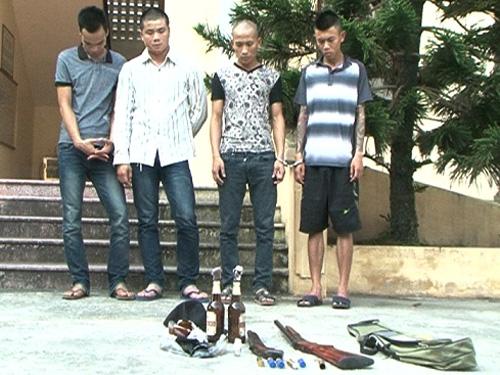Nhóm giang hồ cùng tang vật bị bắt giữ