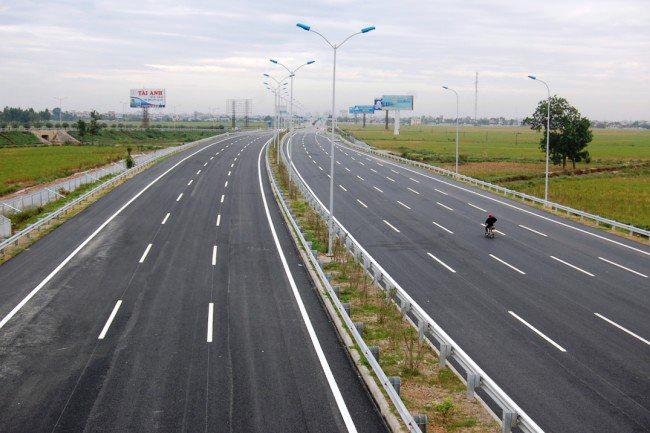 Đoạn đường cao tốc từ sân bay quốc tế Nội Bài về cầu Nhật Tân đang được hoàn thành