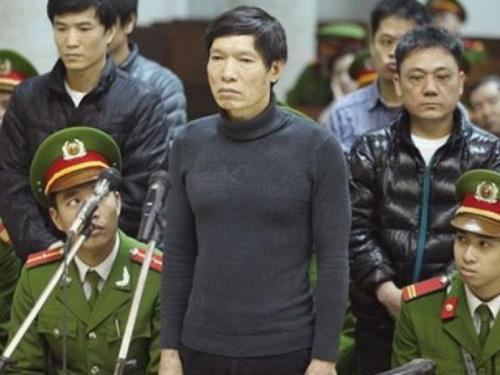 Dương Tự Trọng đã bị phạt 16 năm tù về việc đã tổ chức cho anh trai Dương Chí Dũng trốn ra nước ngoài