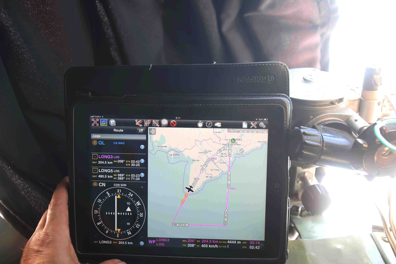 Đường mầu hồng là đường bay của chiếc AN26 sáng 14-3