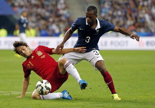 Tuyển Pháp trọng dụng những cầu thủ nhiều kinh nghiệm như Patrice Evra