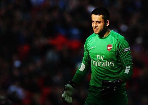Thủ môn Fabianski đẩy được hai quả đá phạt 11m, đưa Arsenal vào chung kết