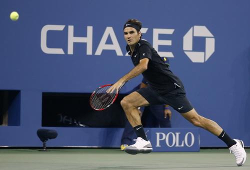 Roger Federer chật vật vượt qua Monfils ở tứ kết