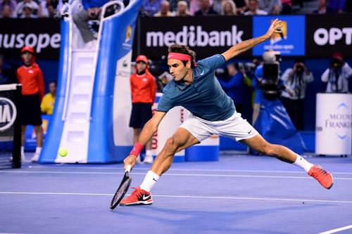 Federer thi đấu đầy quyết tâm
