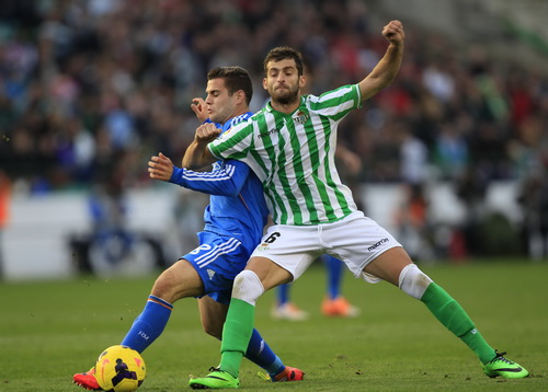 Fernandez (Real) đối đầu cùng Baptistao (16)
