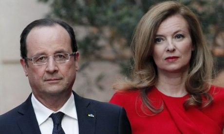 Tổng thống Francois Hollande và phu nhân Valerie Trierweiler. Ảnh: AP