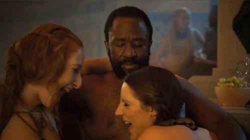 """""""Trò chơi vương quyền"""" bị cấm quay cảnh nude trên phố - Ảnh 1."""
