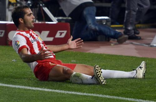 Garcia Verza lập công cho Almeria trước đội đầu bảng Atletico