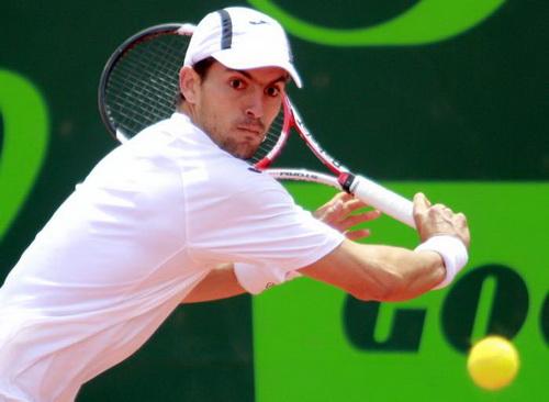Santiago Giraldo thi đấu ấn tượng trên mặt sân đất nện