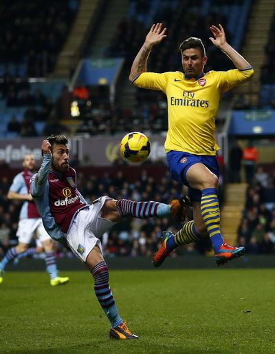 Giroud trở lại và ghi bàn, Arsenal giành chiến thắng
