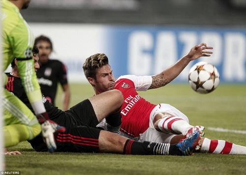 Giroud không thể ra sân gặp Besiktas và phải nghỉ đấu hết năm