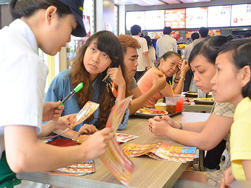 Jollibee, một trong những thương hiệu thức ăn nhanh khá thành công tại Việt Nam nhờ hình thức nhượng quyền kinh doanh  Ảnh: TẤN THẠNH