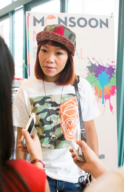 Nữ ca sĩ Trần Thu Hà (Hà Trần) từ Mỹ về tham gia chương trình