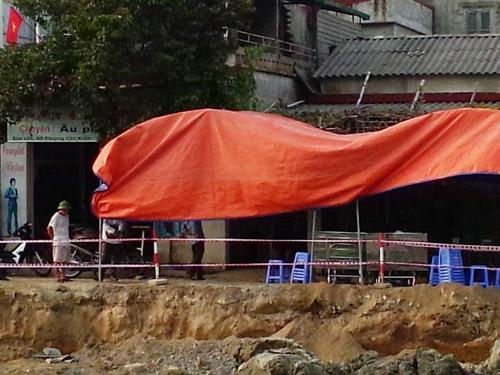 Khu vực hiện trường xảy ra vụ điện giật chết người