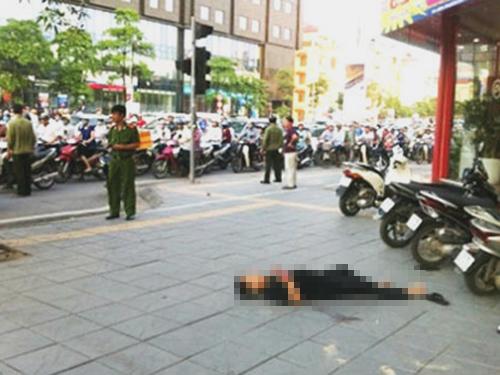 Hiện trường vụ án mạng trên đường Trần Duy Hưng - Ảnh: CTV