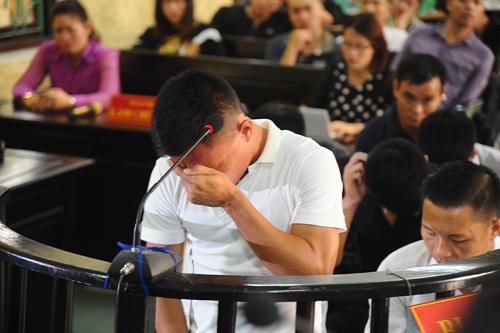 Bị cáo Lê Quang Hùng bật khóc trước vành móng ngựa vì hối hận