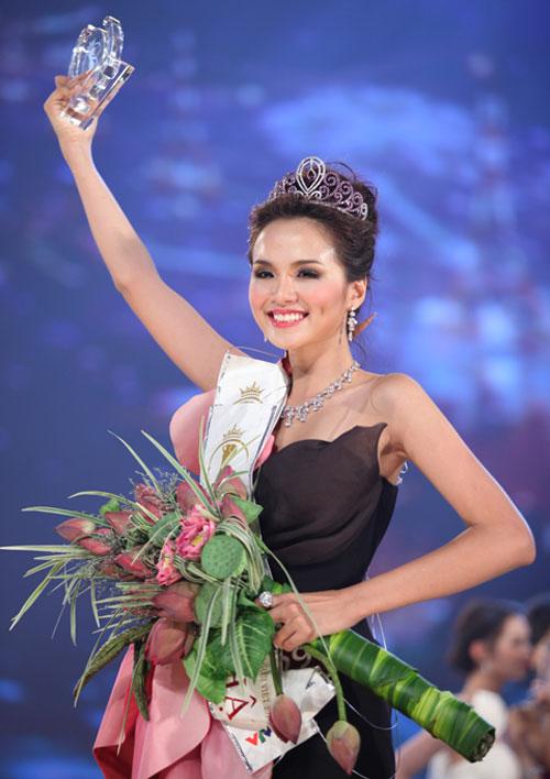 Diễm Hương đăng quang tại cuộc thi Hoa hậu Thế giới người Việt năm 2010